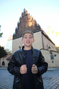 Nathan in front of his gg-grandmonther Pauline Nachod's synagogue, the famous Altneuschul in Prague.